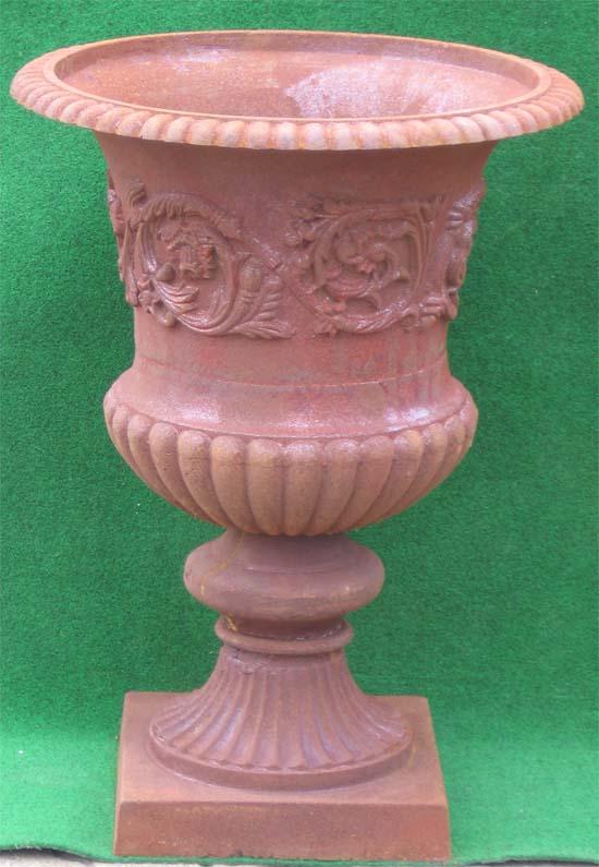 Pflanzpokal mit verzierung 77cm antik rostig garten for Gartendeko gusseisen rostig