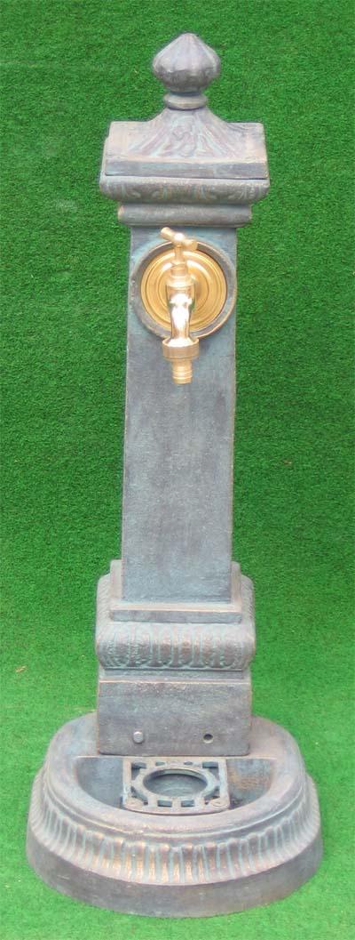 nostalgischer standbrunnen mit wasserhahn 71cm auf garten. Black Bedroom Furniture Sets. Home Design Ideas