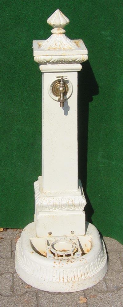 nostalgischer standbrunnen mit wasserhahn 114cm weiss. Black Bedroom Furniture Sets. Home Design Ideas