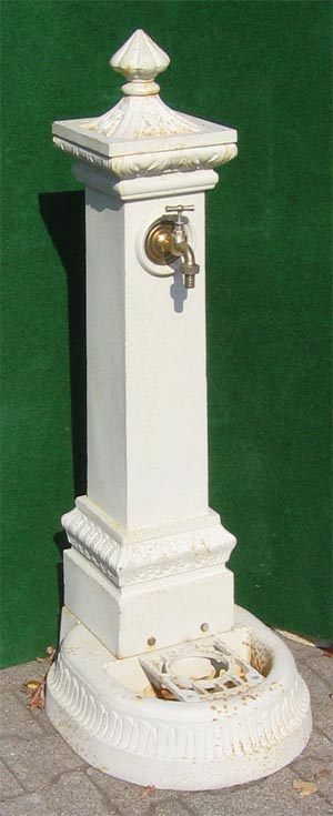 nostalgischer standbrunnen mit wasserhahn 71cm antik weiss. Black Bedroom Furniture Sets. Home Design Ideas
