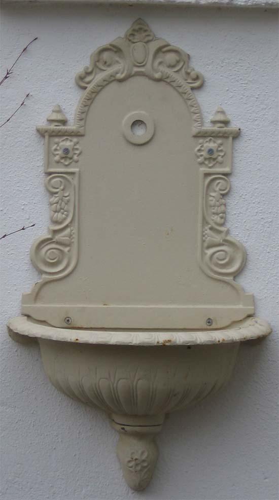 nostalgischer wandbrunnen mit wasserhahn antik weiss ebay. Black Bedroom Furniture Sets. Home Design Ideas