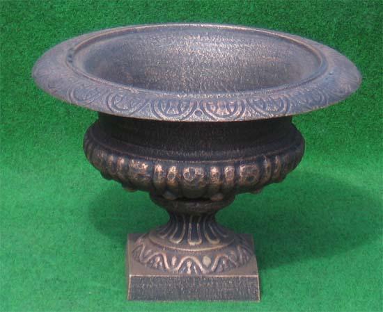 runde eisen pflanzenschale antik bronze auf garten passion. Black Bedroom Furniture Sets. Home Design Ideas