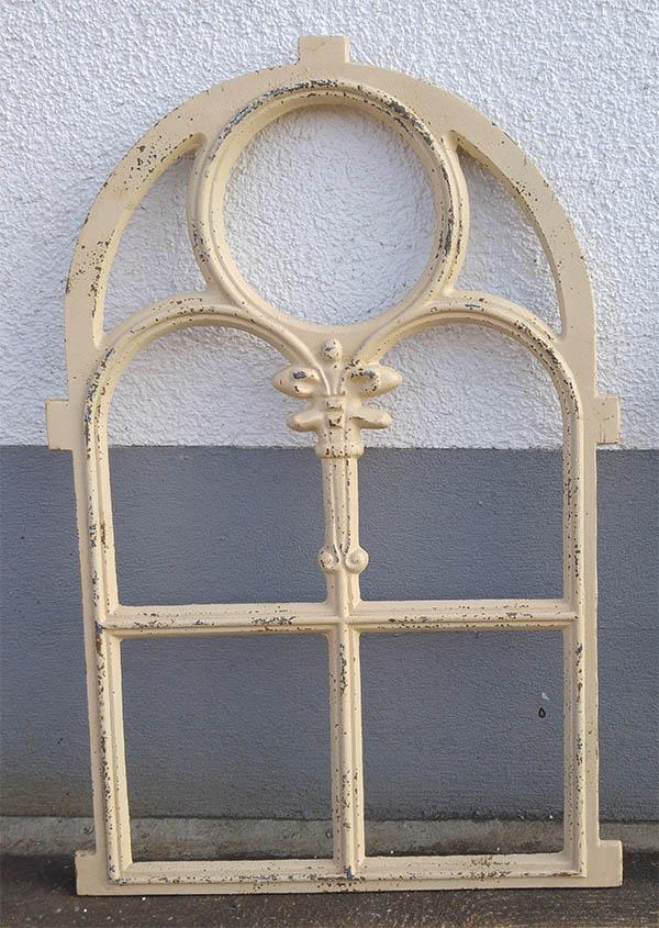 Eisenfenster und Gussfenster im antik Design