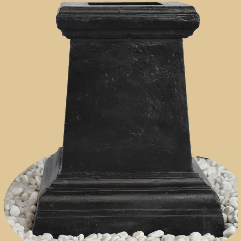 Amphore auf klassischem sockel antik schwarz garten passion for Gartendeko auf rechnung