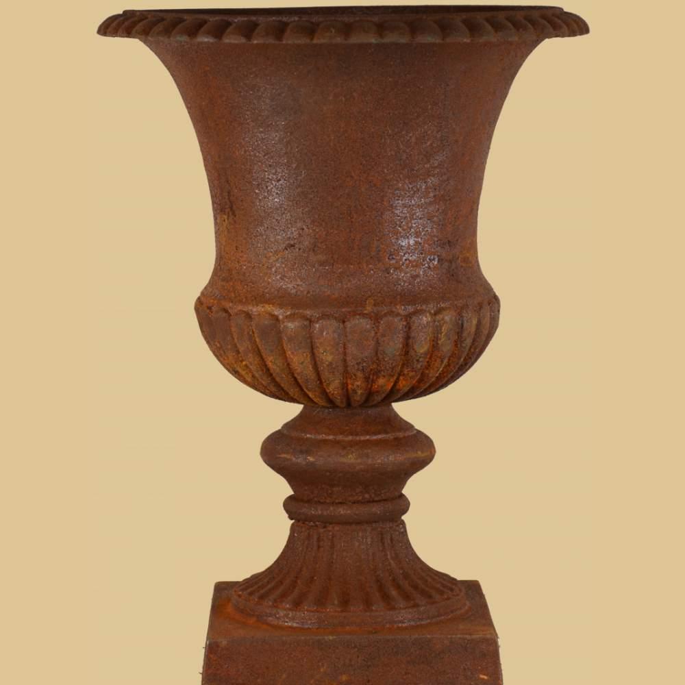 Amphore auf sockel historismus geschwungen antik rost for Gartendeko gusseisen rostig