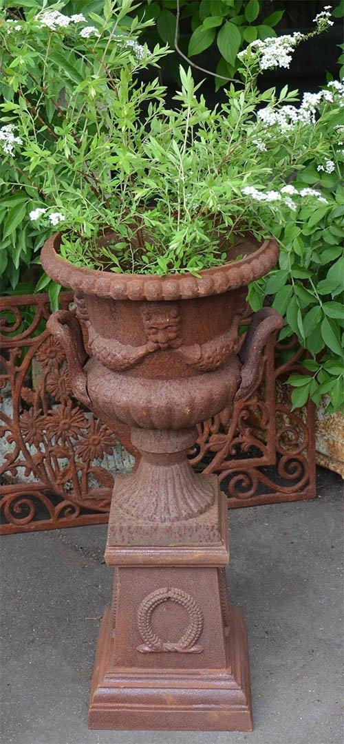 Ideen fuer Ausgefallene Gartendeko mit Gusseisen